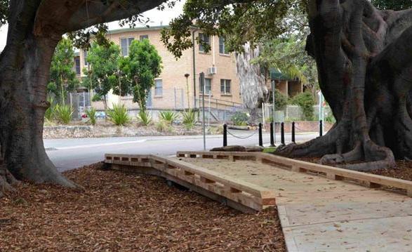 Medinis pėsčiųjų takas su sraigtiniais pamatais